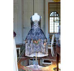 Les 56 robes de l'exposition  Le XVIIIème au goût du jour  à Versailles