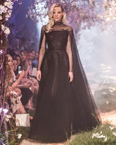 Paolo Sebastian Spring 2018 Caped tulle gown featuring raven and thorn embroidery Vintage Formal Dresses, Elegant Prom Dresses, Pretty Dresses, Disney Wedding Dresses, Dream Wedding Dresses, Paolo Sebastian Wedding Dress, Moda Australiana, Couture Dresses, Fashion Dresses