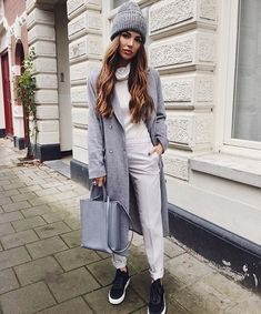 Grey coat and white jeans | streetstyle | autumn style | fashion inspiration | autumn look | fall style