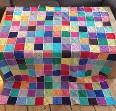 Det er dog et års tid siden dette tæppe blev færdig, men vil alligevel lige vise det: Mit Multi-Collor-mega-sofa-hygge-tæppe ❤️ - Købte 44 nøgler, da der er 22 farver og ville have lige mange af hver - Men det vejer kun 1750 gram = 35 nøgler - Det er inkl. 4....