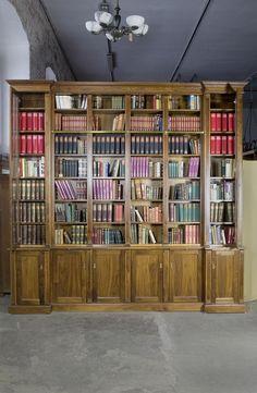 Lovely Nussbaum Bibliothek