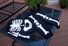 diy halloween costume; skeleton from sweatpants and sweatshirt
