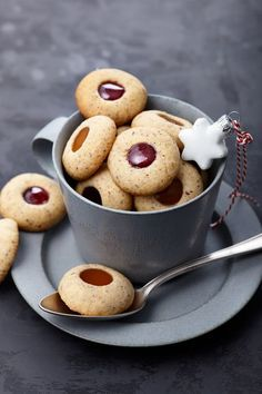 Known with hazelnuts, rolled into balls and stuffed with jam or walnuts - Kekse - Gateau Holiday Baking, Christmas Baking, No Bake Cookies, Cake Cookies, No Bake Desserts, Dessert Recipes, Baking Recipes, Cookie Recipes, German Baking