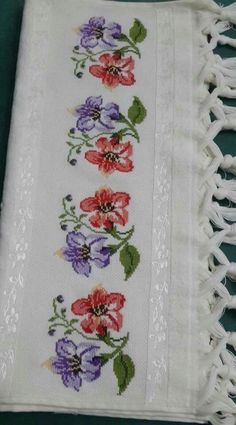 This Pin was discovered by Hay Cross Stitch Rose, Cross Stitch Borders, Cross Stitch Flowers, Cross Stitching, Cross Stitch Patterns, Embroidery Patterns, Hand Embroidery, Latch Hook Rugs, Rug Hooking