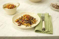 Arroz com feijão combinados com carne-seca, queijo de coalho e bacon