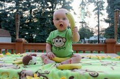 6 month baby photo idea/ monkey/ bananas