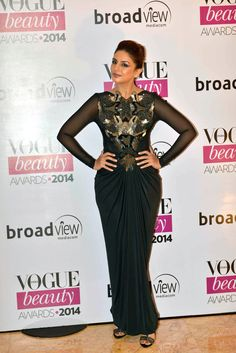 Huma Qureshi in a black gown by Amit Aggarwal at Vogue Beauty Awards 2014. ***