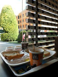 #desayuno #tostadas en #McDonald's al lado de @exehotels #Cuenca La ubicación #genial aunque es muy reducido el #aparcamiento Más información en:http://www.mcdonalds.es/restaurante/cuenca/cantorral-gasolinera-parque-principes