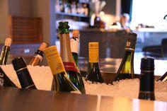 ANDRE TIL HØYRE   Youngkvartalet - Foodtech Restaurant Bar, Wine Rack, Home Decor, Bottle Rack, Interior Design, Wine Racks, Home Interior Design, Home Decoration, Decoration Home