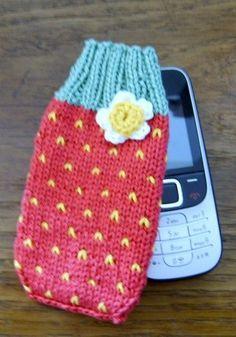 Etwas warmes braucht das Handy.  Schöne Handysocke aus Baumwolle gestrickt, passend für alle handelsüblichen Handys.  Das Handysöckchen ist in einem d