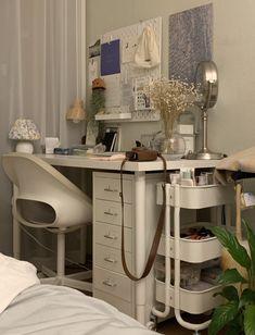 Room Design Bedroom, Room Ideas Bedroom, Bedroom Decor, Study Room Decor, Cute Room Decor, Minimalist Room, Pretty Room, Aesthetic Room Decor, Cozy Room