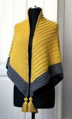 Traditionen tro kommer vinterkulden i januar, og der er bru Knitted Poncho, Knitted Shawls, Shawl Patterns, Knitting Patterns, Simply Crochet, Crochet Shawls And Wraps, How To Purl Knit, Knit Fashion, Crochet Designs