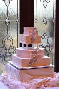 Finish your beautiful reception with a custom wedding cake from Jericho Terrace. The possibilities are endless with our team of pastry chefs!