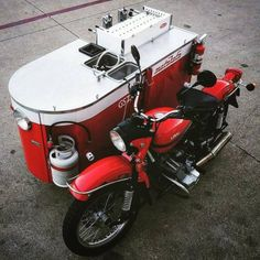 Coffee to go! swapped our sidecar for a full espresso bar creating the ultimate mobile café! Food Cart Design, Food Truck Design, Coffee And Donuts, Coffee To Go, Coffee Food Truck, Ural Motorcycle, Ural Bike, Mobile Coffee Shop, Mobile Food Cart