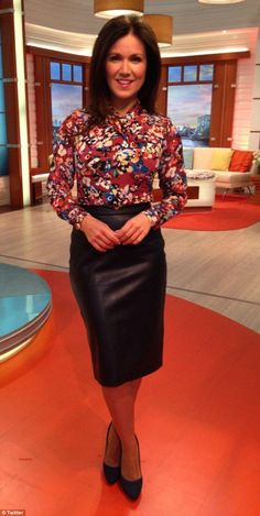 Fans fawn over Susanna Reid's sexy leather pencil skirt on GMB Susanna Reid Legs, Leather Dresses, Leather Skirts, Black Leather Pencil Skirt, Librarian Style, Tv Girls, Other Outfits, In Pantyhose, Office Fashion