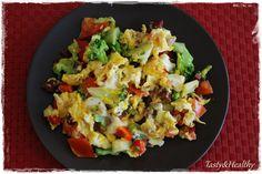 warzywa (pomidor, brokuł, cebula, papryka) z jajkiem i serem mozzarella :)