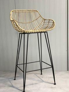 Deze Scandinavische stijl rotan barkruk is geïnspireerd doorhet klassieke ontwerp en materiaal uit1950, ook geschikt voor horeca Teak Outdoor Furniture, Cane Furniture, Furniture Design, Patio Chairs, Bar Chairs, Minimalist House Design, Stool Chair, Furniture Manufacturers, Led