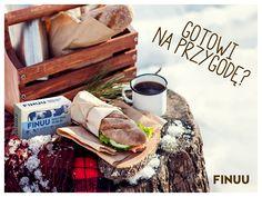 Finowie to prawdziwi eksperci od zimy - w końcu ta trwa u nich przeszło 120 dni! Śnieg czy mróz nie przeszkodzi im we wspólnym piknikowaniu. Dołączycie? ;) Tylko nie zapomnijcie o ciepłych ubraniach! #finuu #finuupl #finlandia #finland #zima #snieg #winter #sandwich #kawa #coffee #finnishwinter #visitfinland #lunch #kanapki #sniadanie #natura Dairy, Lunch, Cheese, Food, Finland, Eat Lunch, Essen, Meals, Lunches