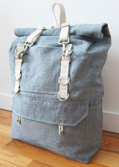 rucksack with spring hooks and metal loops. Denim Backpack, Denim Bag, Canvas Backpack, Backpack Bags, Tote Bags, Diy Fashion, Fashion Bags, Mochila Jeans, Backpack Pattern