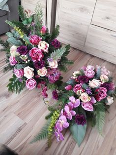 Temetöo Pastel Flowers, Black Flowers, Fall Flowers, Funeral Flower Arrangements, Funeral Flowers, Floral Arrangements, Flower Decorations, Wedding Decorations, Christmas Decorations
