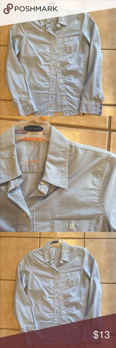 """Old Navy Blue and White Checked Button Down Old Navy """"perfect fit"""" button down shirt. No flaws. Worn handful of times. Flattering fit and the shirt can easily be dressed up for work or down with a pair of shorts. Old Navy Tops Button Down Shirts"""