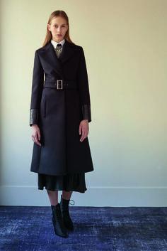John Galliano Pre-Fall 2016 Fashion Show Fall Fashion 2016, Fashion Week, Autumn Winter Fashion, High Fashion, Fall Winter, Fashion Trends, John Galliano, Coats For Women, Clothes For Women