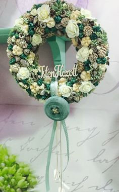 Hobbies And Crafts, Diy And Crafts, Arte Floral, Summer Wreath, Topiary, Holiday Wreaths, Vintage Cards, Door Wreaths, Easter Crafts