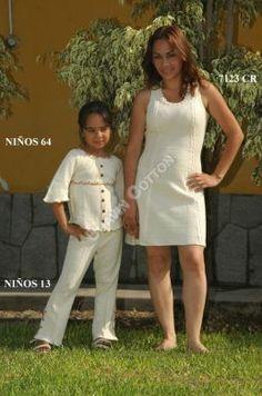 #Mädchen 3/4 #Sommer #Hose mit einer passenden #Bluse im Set. Highlights sind die handgefertigten #Stickereien. Größen für Kinder vom 5. bis zum 10. Lebensjahr. Unsere verarbeitete #Pima #Baumwolle ist naturbelassen und nicht chemisch gefärbt. Natürliche #Mode, freundlich zu Ihrer Haut und Umwelt, aus #Peru