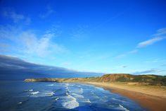 Playa de Xagó (Gozón)  Parte del Paisaje Protegido del Cabo Peñas, es una de las playas más famosas para la práctica del surf, windsurf y vela, debido a sus corrientes y espectacular oleaje. Destaca también su característico conjunto dunar, de gran importancia.