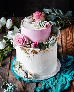 Hoci si tuto tortu Miska uz na svojom profile @exkluzivnetorty davala mne sa tak neuveritelne paci ze si ju hodime aj tuto. Svadobna. Co poviete? . . . . #coolinari #foodblog #foodphotography #food #foodie #cake #dort #torta #cakestyle #cakeoftheday #cakestagram #cakedecorating #cakedesign #cakedecorator #weddingcake #simply #delicious Cake, Desserts, Recipes, Food, Tailgate Desserts, Deserts, Food Cakes, Eten, Cakes