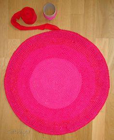 my sweet lemons: DIY Rug Yarn Crafts, Decor Crafts, Home Crafts, Arts And Crafts, Diy Crafts, Burlap Rug, Homemade Rugs, Rug Loom, Rugs And Mats