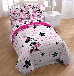 pink white and black vintage Minnie Mouse bedding set for a girly Minnie Mouse bedroom