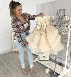 """5,469 Me gusta, 112 comentarios - Itty Bitty Toes (@ittybittytoes) en Instagram: """"Hadley dress in Champagne makes us want to celebrate! 🍾 In stock and ready to ship 📦 Order 🛒…"""""""