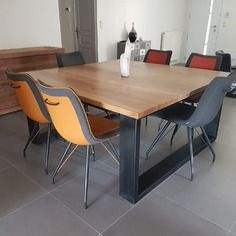 Table de salle à manger industriel carrée en chêne massif Industrial Style Dining Table, Solid Oak Dining Table, Living Furniture, Cool Furniture, Furniture Sets, Transforming Furniture, Reupholster Furniture, Square Tables, Repurposed Furniture