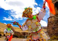 Danzante de Tijeras...Hay muchas razones para sentirnos orgullosos de nuestra tierra: sus costumbres, sus paisajes, su historia, sus fiestas.... Peru