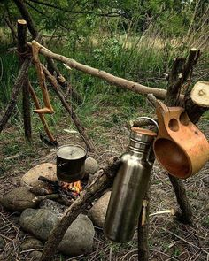 Great bushcraft techniques that all wilderness hardcore will definitely desire to know right now. This is basics for preppers survival and will save your life. Survival Weapons, Survival Food, Camping Survival, Outdoor Survival, Survival Tips, Survival Skills, Outdoor Camping, Outdoor Life, Emergency Food