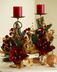 Rich Red and Gold Christmas Candle Decor Christmas Candle Decorations, Christmas Flower Arrangements, Christmas Tablescapes, Christmas Candles, Floral Arrangements, Table Decorations, Noel Christmas, Christmas Wreaths, Christmas Ornaments