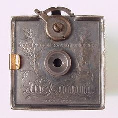 1893, Kombi Camera and Graphoscope. The world's first miniature-roll-film camera