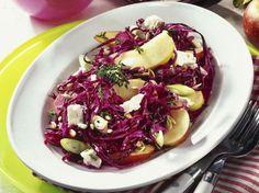Unser beliebtes Rezept für Rotkohlsalat mit Apfel und Feta und mehr als 55.000 weitere kostenlose Rezepte auf LECKER.de.