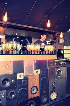 Bar Mobil pop-up bar & dj booth.  www.bar-mobil.be/ Champagne!
