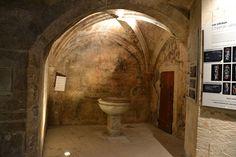 Les Baux de Provence (Bouches du Rhône) - Eglise St-Vincent - fonds baptismaux ?