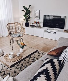 Why Everyone Is Mistaken About Minimalist Living Room and Why You Absolutely Must View This Article Right Now - beterhome Tiny Living Rooms, Living Room Interior, Apartment Living, Living Room Decor, Living Spaces, Minimalist Room, Living Room Inspiration, Decoration, Home Furnishings