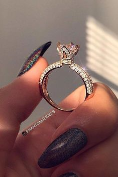 Wedding Rings - Unique engagement rings have creative amazing design so you can show your personality. Look at the engagement rings in different settings and styles! Dream Engagement Rings, Vintage Engagement Rings, Halo Engagement, Vintage Rings, Cute Rings, Unique Rings, Beautiful Wedding Rings, Dream Ring, Bling Bling