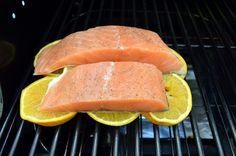 Aprende los tips y consejos para cocinar pescados a la parrilla, desde filetes, pescados enteros o cocinándolos en paquetes de aluminio o sobre rodajas de limón o naranja.