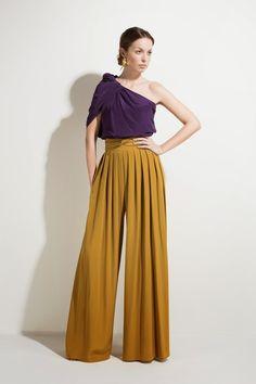 Looks very comfy and I like the color combo Vestidos de fiesta para invitadas… Look Fashion, Hijab Fashion, Fashion Outfits, Womens Fashion, Fashion Design, Gothic Fashion, Winter Fashion, Marlene Hose, Mode Outfits