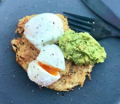 Here's a café-style breakfast that comes it at about a quarter of the price – and it's twice as healthy! Crispy Potato Hash with Smashed Avo & Poached Eggs. Healthy Mummy Recipes, Great Recipes, Vegetarian Recipes, Cooking Recipes, Easy Cooking, Poached Eggs, Potato Hash, Crispy Potatoes, Kitchens