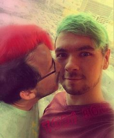 btw, that's just mark looking at jack really closely, he's not doing anything else. NO SUCH THING AS SEPTIPLIER AND NEVER WILL BE THEY'RE NOT EVER GOING TO DATE