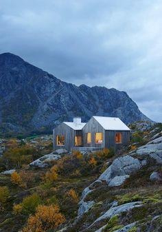 Viele Möbeltrends der letzten Jahre kamen aus Skandinavien: das Weiß, das Holz, die klaren Muster. Diese Wohnträume aus dem Norden wissen vor allem die Natur zu schätzen.