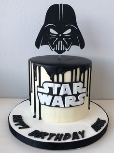 Custom made from thick cardstock paper. Star Wars Torte, Bolo Star Wars, Star Wars Cake Toppers, Star Trek, Aniversario Star Wars, Star Wars Birthday Cake, Silhouette Cake, Fathers Day Cake, Star Wars Gifts