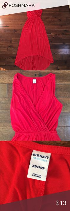 Red Maxi Hi Lo Dress (XS) Long red maxi dress. 💃🏼💃🏼💃🏼💃🏼past ankle length in back and hits mid shin in front. Super flowy fit and is a very sexy choice for events, date nights, night out on the town etc... 👌🏼👌🏼 worn only once!! Old Navy Dresses Maxi